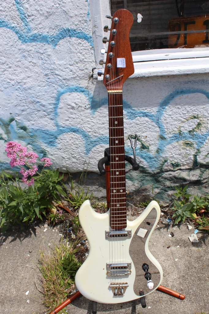 2012-5-8 0270 -- For Sale Astrotone EG-30 Electric Guitar
