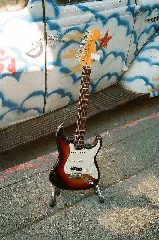 '65-style 3-tone strat $300