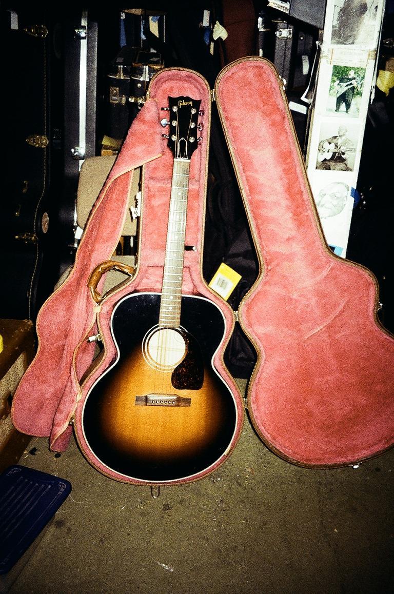 Gibson J-100 $1000