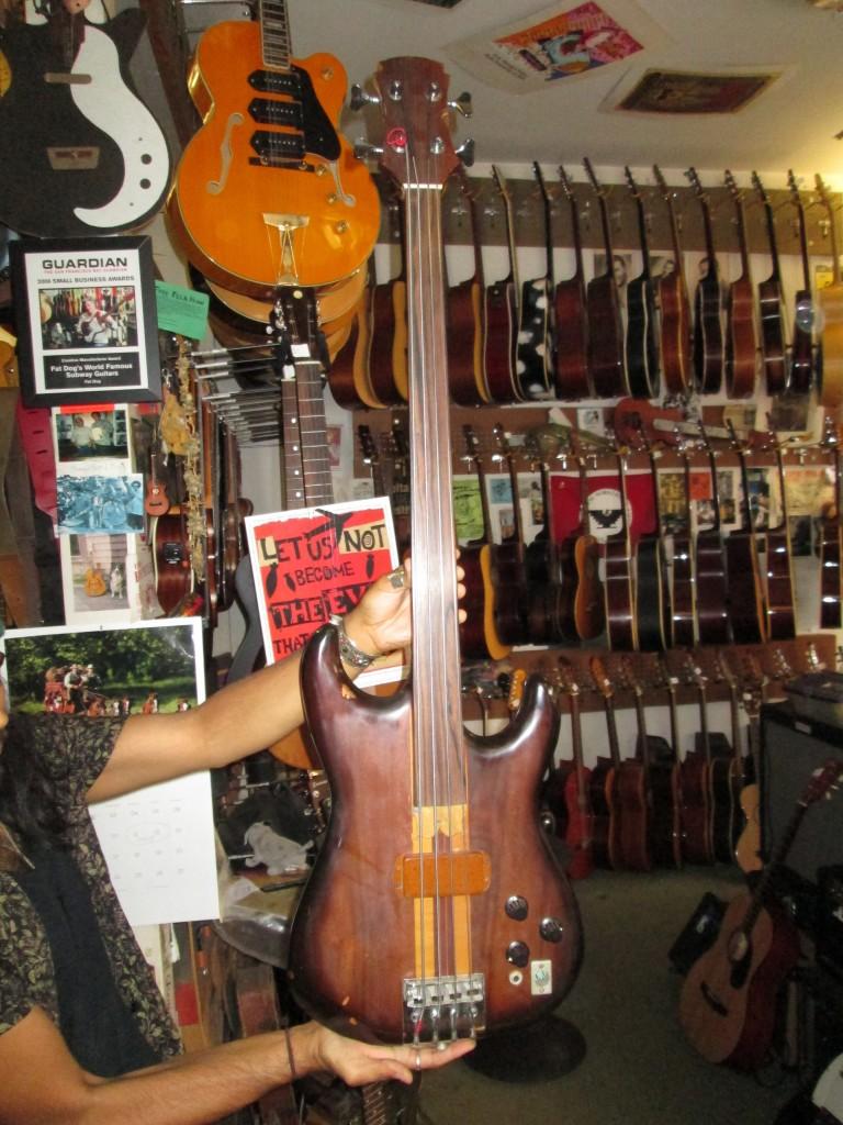 Alembic fretless bass