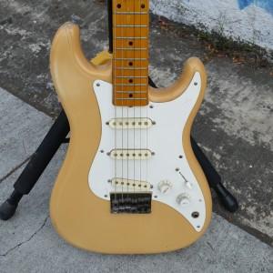 USA Fender bullet body non trem stratoid $250