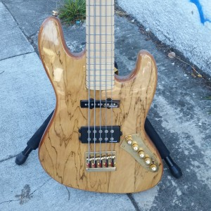 5 string bass Wilkenson pickups $700