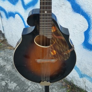1930's Regal mandolin $600